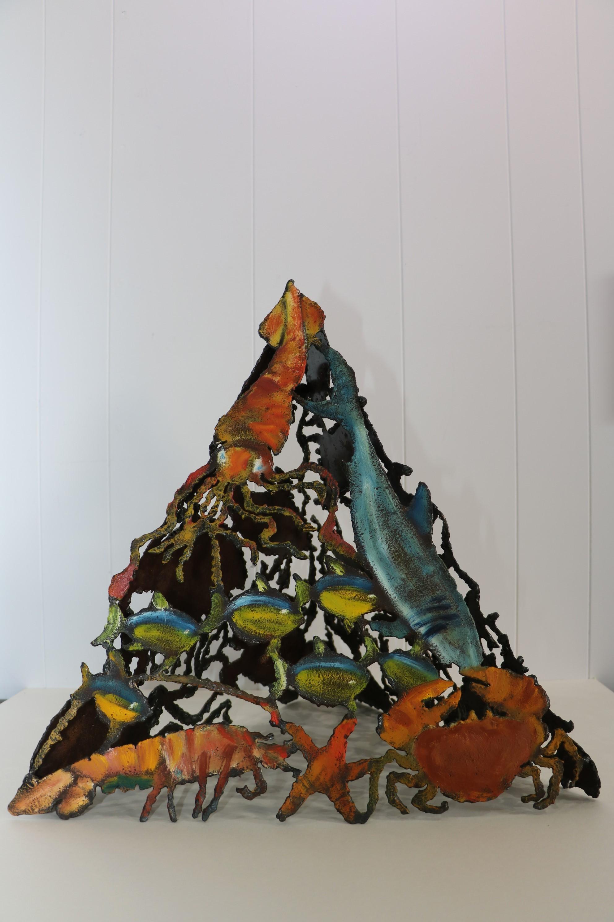 Pyramide marine, face 1. Sculpture sur tôle. Dominique LABESSOULHE.