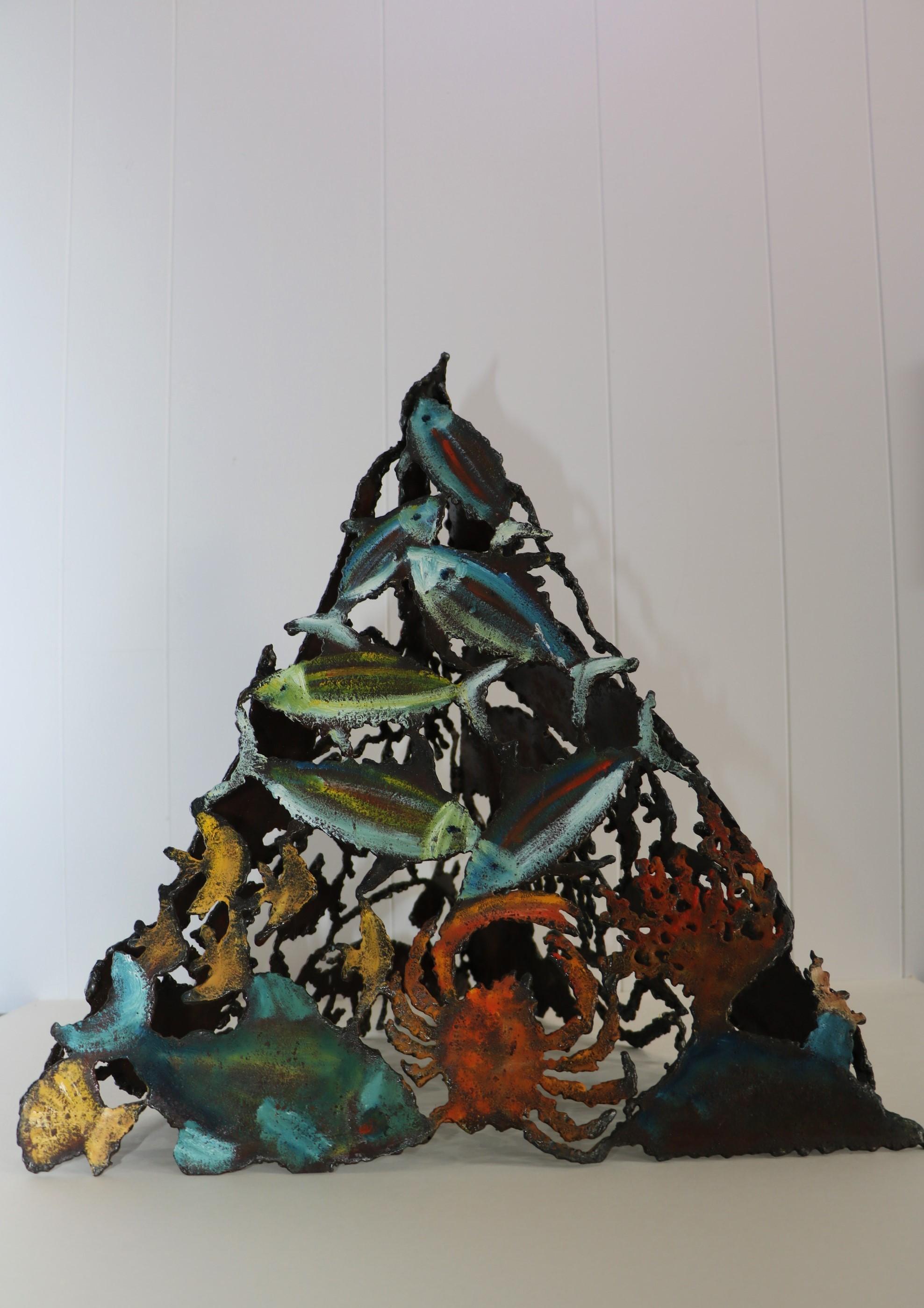 Pyramide marine, face 2. Sculpture sur tôle. Dominique LABESSOULHE.